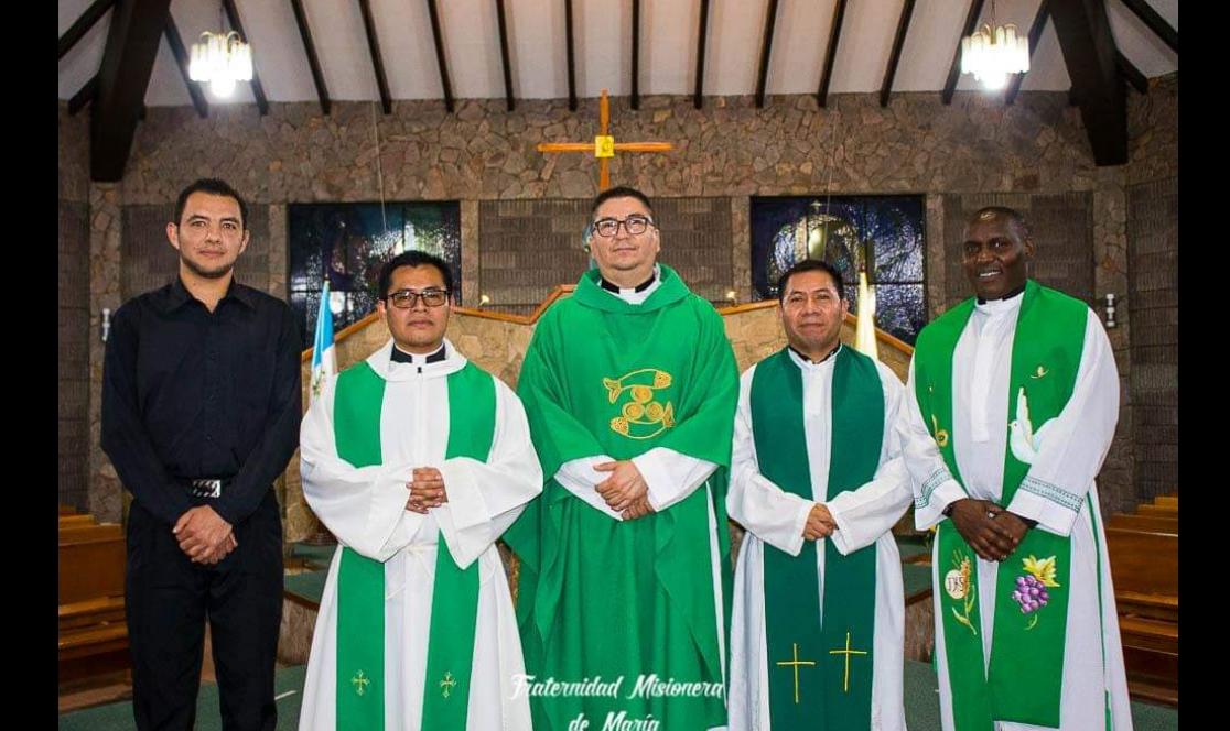 De izquierda a derecha: Seminarista Luis José García Ceballos, Padre Edwin Josué Pacal Morales, Padre Marvin de Jesús Alvarado Alvarado (RECTOR), Padre Ubaldo Leonzo Menchú García y Padre Julius Njuguna Mwai